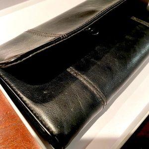 💕2/$20 OR $15💕Liz Claiborne Black Wallet